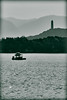 Pagoda y estanque/pagoda and pond/宝塔下的小舟 (daperal) Tags: china lago pagoda arquitectura barca barco beijing diego paisaje estanque 北京 中国 peral embarcación pekín 池塘 宝塔 palaciodeverano villavert diegoaperalvillavert