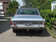 76-08-MM FORD P7b 26M 2600 V6 Automatic, 26-3-1970 (sanders') Tags: ford sedan voiture automatic oldtimer streetphoto spotted 1970 saloon berline p7b 2600 streetview v6 p7 pkw 2011 berlina leimuiden gespot 26m straatfoto carspot cwodlp 7608mm