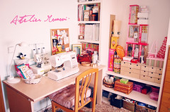 Welcome to the Atelier (Lola  Atelier Momoni +) Tags: studio sewing workshop workroom singer sewingmachine atelier sewingroom serger ateliermomoni