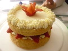 Torta  decorada  con  crema y  fresas idela para cualquier ocacion  002 (PaulitasArteyAzucar) Tags: tortas paulitas ponques