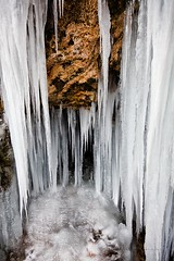 En la cascada del río Cuervo (Jose Casielles) Tags: agua interior nieve frío hielo roca gruta cascada yecla carambanos congelada fotografíasjcasielles