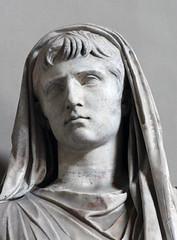 Gaius Caesar, Grandson of Augustus (detail) (Roger B. Ulrich) Tags: gaiusjuliuscaesar velate julioclaudian gaiuscaesar augustanart romansacrifice caiuscaesar capitevelato