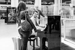 Le pianiste (DeGust) Tags: street portrait people blackandwhite bw man paris france blackwhite nikon europe noiretblanc piano streetphotography nb personnes ville homme musique noirblanc garedelyon musiciens pianiste scènederue 13earrondissement 13èmearrondissement d3s sigma35mmf14dghsma