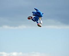 'Super Sonic!' (EZTD) Tags: inglaterra england closeup fun toy photography foto minolta image zoom photos sony nintendo sonic replica photographs photograph fotos angleterre af ingles fin distance airborne supersonic fotograaf sonicthehedgehog linphotos sonique sonydslr hydehallgardens rhshydehall replicatoy flyinghedgehog sonyamount allabouttheimage minolta100200mmlens eztd eztdphotography sonydslra500 photograaf eztdphotos eztdgroup eztdfotos flyingsonicthehedgehog