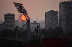 O3 y el rojo de la CDMX (J.c_Barraza) Tags: city sun sol mxico de landscape atardecer df ciudad paisaje puesta o3 polticas contaminacin ozono pblicas contingencia cdmx nocircula