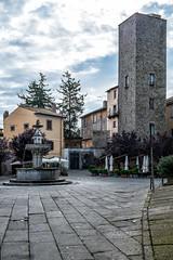 piazza del Ges (brucexxit) Tags: italia medieval medievale viterbo lazio tuscia altolazio