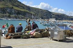 Castellammare del Golfo: chiacchiere fra pescatori (costagar51) Tags: italy italia mare sicily sicilia trapani castellammaredelgolfo anticando