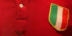 Grande Torino - particolare maglia (Bardazzi Luca) Tags: mostra home sport torino casa football italia stadium firenze kit rosso toro superga calcio campione stadio maglia pallone tricolore scudetto granata