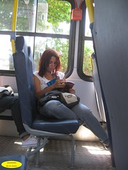 Leitura (Janos Graber) Tags: bus riodejaneiro mulher garota nibus autobus leitura busz