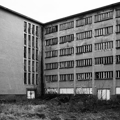 Seebad Prora (eriwst) Tags: abandoned 6x6 window architecture facade geotagged pattern ns fenster architektur rgen muster fassade verlassen 1935 verfall linien prora kdf seebad 35mmf2d kraftdurchfreude clemensklotz seebadprora ericwstenhagen geo:lat=5442889731023104 geo:lon=13581590542126378