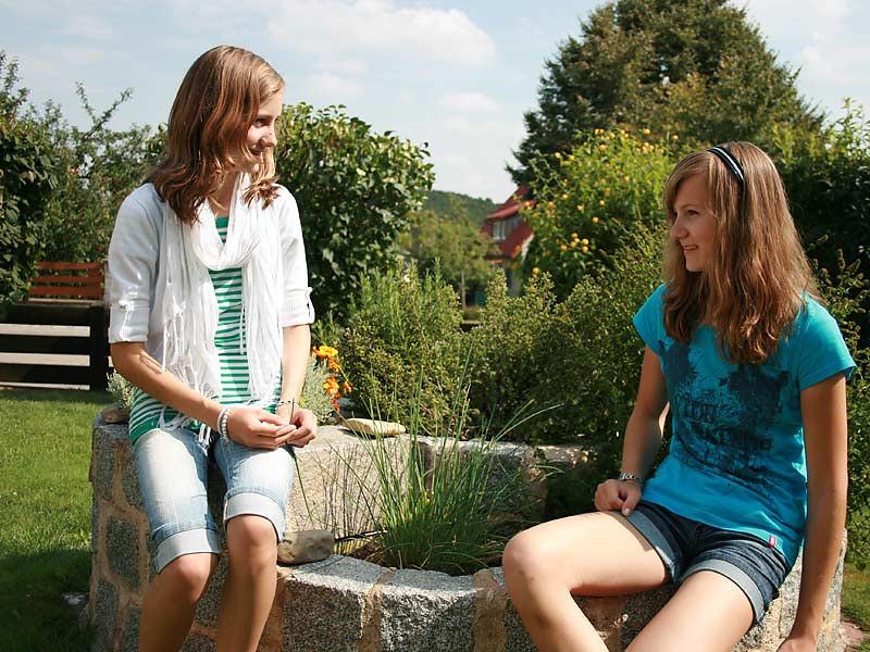 Ferienwohnungen Miehling - Mädchen am Brunnen