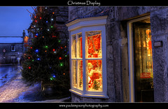 Xmas Window Display (Paul Simpson Photography) Tags: christmas xmas winter decorations snow shopping snowman derbyshire peakdistrict christmastree christmaslights business shops windowdisplay fairylights coldweather hdr christmasdisplay castleton victorianchristmas festivelights stonebuildings festiveseason winterdisplay sonya700 boxingday2009 paulsimpsonphotography photosofderbyshire photosofcastleton casteltonilluminations
