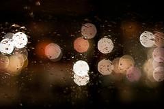 Bokeh och vattendroppar bildar glitter på vindrutan (Peter Hillhagen) Tags: glitter bokeh fotosondag fs111211