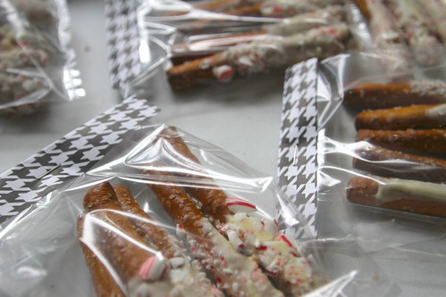 white chocolate peppermint dipped pretzels