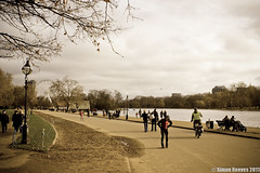 Hyde Park (fotosiris) Tags: park winter london thames clouds canon river eos rebel overcast hyde walkway hydepark pathway 550d t2i