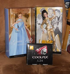 Xmas Gifts (toomanypictures1) Tags: camera nikon barbie gifts mattel gracekelly pivotal modelmuse elvisbarbie