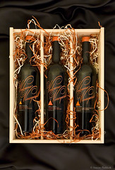 Volcano Vineyards  - Three bottle box on satin (Simone Paddock Photography) Tags: beer drinks dining winer corks productphotography