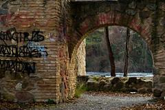 A travs de la puerta / Through the gate (Arturo RG | Fotgrafo) Tags: door brick ladrillo rio river puerta nikon toledo vista