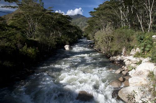 Attraverso un fiume fuori Santa Teresa