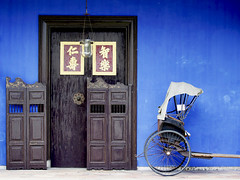 cheong fatt tze mansion - malaysia (Emmanuel Catteau photography) Tags: door travel blue tourism wall island hotel town george holidays asia photographer chinese reporter indigo unesco national journey malaysia planet conde lonely mansion penang tradition rickshaw geo merchant feng geographic nast cheong tze shui fatt catteau wwwemmanuelcatteaucom