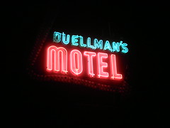 Duellman's Motel, Downers Grove, IL (stoneofzanzibar) Tags: old night evening neon motel arrowsign downersgrove bulbsign ogdenavenue duellmansmotel