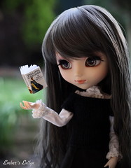 Evilyn's telekinesis (pure_embers) Tags: uk garden dark book eyes dolls magic gothic floating melody pullip pure embers realistic telekinesis leeke obitsu evilyn leekeworld