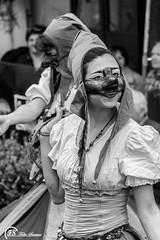 (Fabio Scarano) Tags: street portrait bw italy woman white black girl donna strada italia mask fair dancer medieval fabio bn e and fotografia bianco ritratto medievale nero salerno maschera ragazza medioevo fiera photografy wader trampoliere scarano