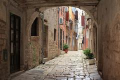 20160408-Canon EOS 6D-4555 (Bartek Rozanski) Tags: rovinj istria croatia city street istrian rovigno archway architecture cobblestone ancient