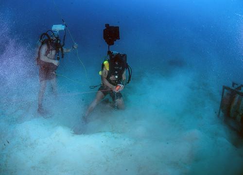 EOD Technicians Train Underwater During Exercise Tricrab
