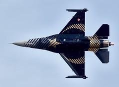 F-16 Falcon (Bernie Condon) Tags: uk tattoo plane flying fighter martin display aircraft aviation military airshow f16 falcon lm bomber lockheed warplane airfield ffd fairford riat raffairford airtattoo fightingfalcon riat14
