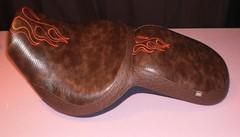 Asiento de moto custom tapizado en lagarto y avestruz con llamas bordadas (Tapizados y gel para asientos de moto) Tags: moto custom bordado asiento sillin tapizado tapizar lagartollamas