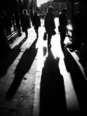 Noon in London (Alvaro Arregui) Tags: pictures street uk greatbritain urban london mobile lens gente crossprocess movil filter fotos falcon londres mobilephone urbano alvaro freeman iphone iphonography alvarofreeman iphoneography hisptamatic