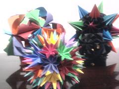 Arabesque, Sea Urchin e Pluto (Ygor Albuquerque) Tags: sea pluto urchin seaurchin arabesque kusudama kusudamaseaurchin kusudamaarabesque kusudamapluto