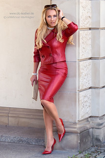 comtesse-monique_red leather skirt suit, seamed stockings, pointed heels (3)
