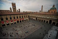 Piazza Maggiore (Filippo Manaresi) Tags: italy italia view bologna vista piazzamaggiore duetorri canonefs1022mmf3545usm palazzoreenzo canoneos7d
