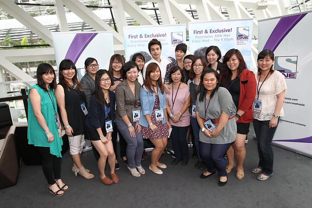 Lee Dong Wook and Kim Sun Ah in Singapore