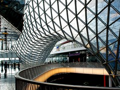 "the curvy "" My Zeil "" (mujepa) Tags: glass lines architecture germany frankfurt curves structure shoppingcenter allemagne lignes francfort verre fuksas centrecommercial courbes myzeil doubleniceshot mygearandme rememberthatmomentlevel1 rememberthatmomentlevel2 rememberthatmomentlevel3"
