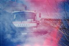Sobredosis de luz... (la.churri) Tags: 8m nochevieja smena avila camión dobleexposición 2011 barcodeavila caducado polaroid100iso sobredosisdeluz