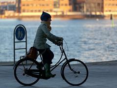 Copenhagen Bikehaven by Mellbin - Bike Cycle Bicycle - 2012 - 5452 (Franz-Michael S. Mellbin) Tags: street people water fashion bike bicycle copenhagen denmark cycling cyclist bicicleta cycle biking bici 自行车 velo fahrrad bicicletas vélo sykkel fiets rower cykel 自転車 accessorize copenhague サイクリング デンマーク サイクル мода велосипед 哥本哈根 コペンハーゲン 脚踏车 biciclettes 丹麦 cyclechic cycleculture الدراجة дания копенгаген copenhagencyclechic 骑自行车 copenhagenize bikehaven copenhagenbikehaven velofashion copenhagencycleculture 的自行车