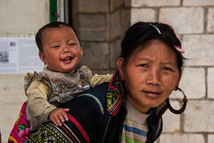 Dirty but happy (Andreas Stephan) Tags: baby southeastasia sdostasien mother dirty vietnam sapa hmong