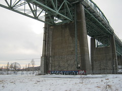 Cosmogonie Glaciale (Feust AM) Tags: bridge graffiti am montreal bombing jacquescartier burners saer k6a feust