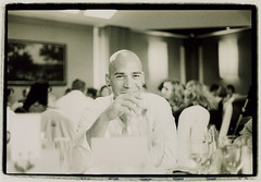 Man with glass of white wine - Fotos de invitados de bodas Edward Olive wedding guests photos