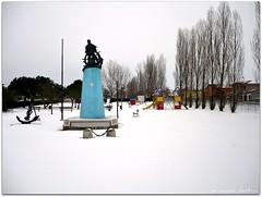 colori nella neve (erman_53fotoclik) Tags: parco monumento neve colori freddo