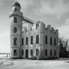 fairytale castle (sureShut) Tags: schnee winter berlin peacock insel schloss potsdam pfaueninsel peacockisland