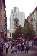 Sunday people (Catalin M.C.) Tags: zeil weg spazierengang sonntag leute touristen tourists frankfurtmain hessen deutschland germany germania
