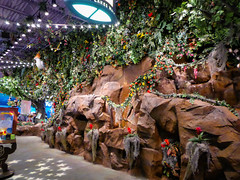 an indoor jungle... (Nicholas Eckhart) Tags: usa retail mi america mall us interior auburn hills massive stores outlets rainforestcafe greatlakescrossing outletmall 2016