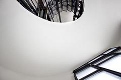 El pozo (Mon Labiaga Ferrer) Tags: madrid blanco ventana blanca cables ascensor espiral círculo caracol escaleras ayuntamiento barandilla fotografía fotógrafa hueco gravedad ventanal cuadrados asquitectura monlabiaga