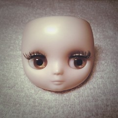 Trying out new lashes. (KillahTomato @ Vinyl Belly) Tags: blythe custom takara magichour middie littlelilybrown