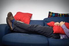 50/365 (Simone Ballerini) Tags: selfportrait male shirt nikon purple flash pillows couch camicia autoritratto viola divano ragazzo cuscini
