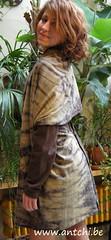 robe en laine et drapé shibori